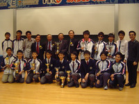 校長帶領trainers及獲獎同學拍團體大合照