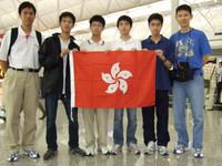 左一鍾偉東老師是港隊的副領隊、左二是中五級的韓文軒同學