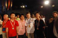 左起香港培正中學羅維漢同學(銅獎)、陳栢熙同學(銅獎)、白俄羅斯代表Henadzi Karatkevich(金獎第一名)、韓文軒同學(銀獎)於頒獎禮後合照