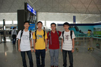 左起中五級韓文軒同學、中六級羅維漢同學、香港隊領隊梁文傑老師、中三級陳柏熙同學